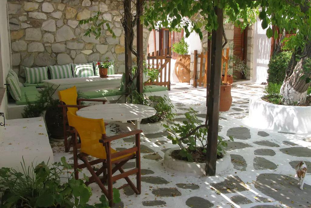 malin_courtyard